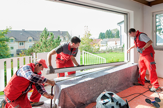 Szakértő csapat építi be az Internorm ablakait