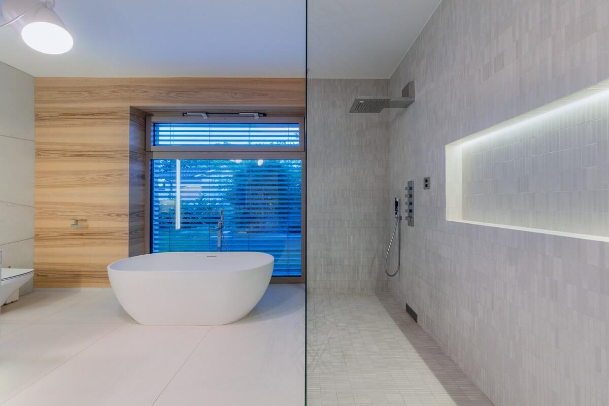 Szerencsés eset, amikor a fürdőszobára is kerül ablak