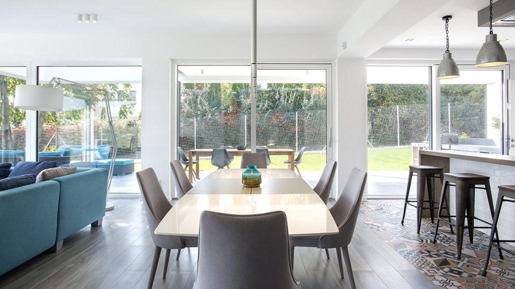 Fix üvegezés és emelő-toló ajtó kombinációja